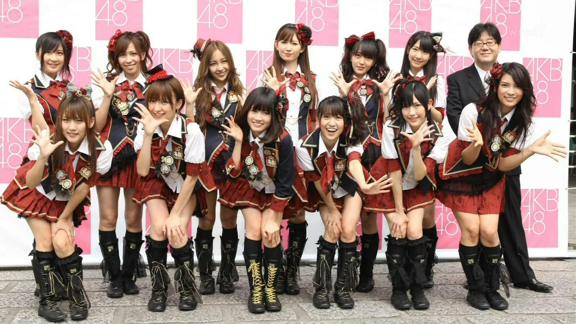 AKB48-y-Yasushi-Akimoto.jpg